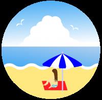 ビーチパラソルで海を眺める女性と入道雲